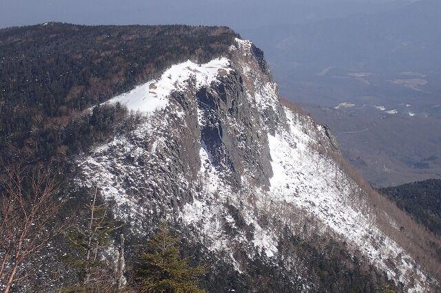 s-21-稲子岳南壁を望むP2211484