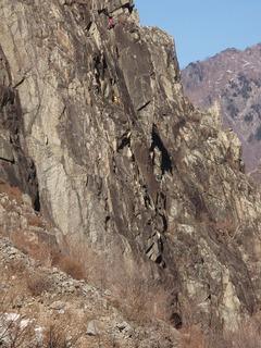 P1130059中央岩峰正面壁のTCMパーティ