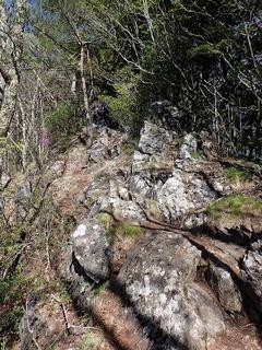 s-07岩の露出した尾根P5231865