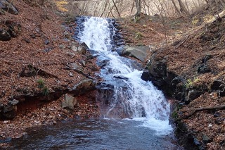 s-PB121606人口滝・石積みの堰堤