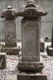 s-10元杢網夫妻の墓01