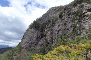 s-41-3段岩壁の左P5231920