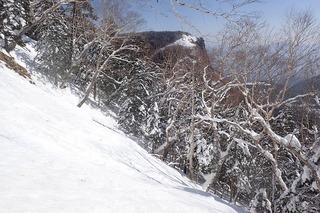 s-15-開けた急斜面と稲子岳南壁P2211463