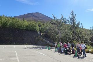 P9092868バス停から山頂部-s
