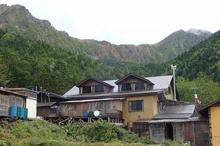 P9012680赤岳鉱泉小屋と横岳・赤岳-s