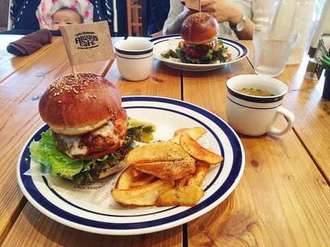 お洒落カフェでまったりハンバーガーランチ〜ALWAYS CAFE(鹿児島・天文館)〜