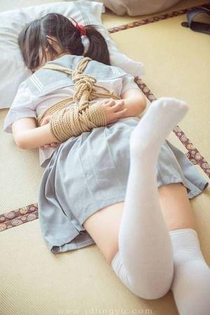 制服女子×緊縛というフェチ感↑↑なエロス画像!