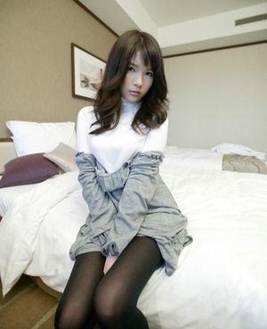 【清楚系ビッチ】美脚ですなwww白コートに黒パンストな美人妻とのホテルセクロスwww