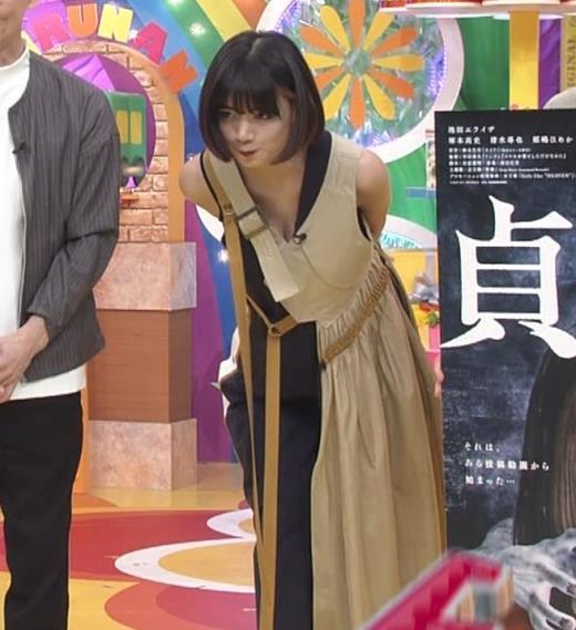 池田エライザ お昼の番組でもエロい衣装で胸の谷間チラリしてる