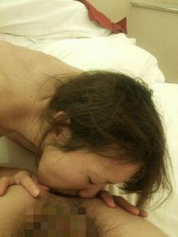 【素人流出】アナル舐めに仰向けイラマwww素人のエッロいフェラ画像www