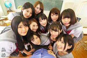 めっちゃ豪華だなwwww単体女優10名が出演するJKハーレム物のドリーム感wwww