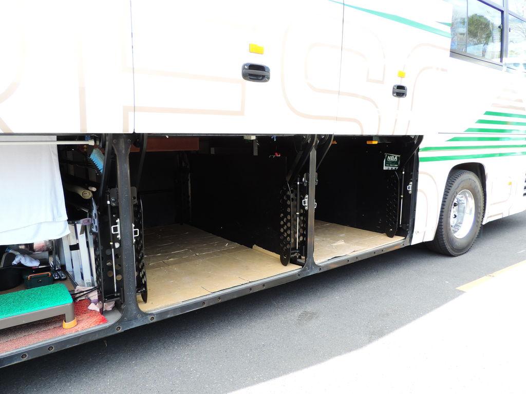 大型バス トランク