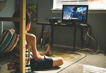 ゲーマーは優れた知覚学習者!?日常のゲームが長期的視覚訓練につながっている?