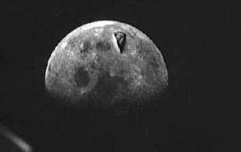 【ニュース】解明されていない月面写真5選・月面基地・宇宙人など