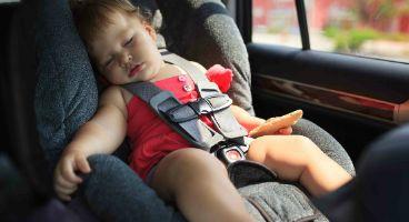 車内に閉じ込められた赤ちゃんを警察が窓を割り救出 → 予想外の事態にwwwwww
