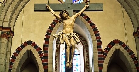 19歳少年が自分と父親を性虐待していたカトリック聖職者に復習、十字架を喉に詰め込み窒息死させる