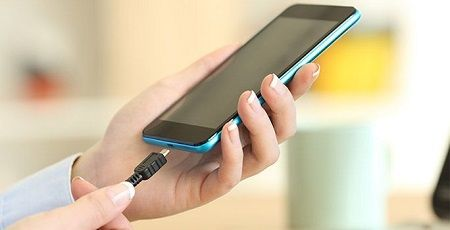 オランダの駅では「とある遊び」をすることで携帯の充電が可能になる機能が!これすげええええええ