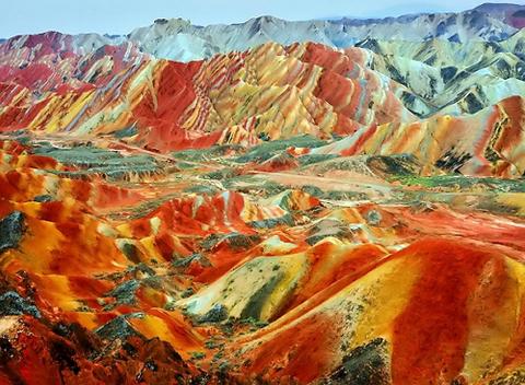 【2ch世界の秘境】丹霞地形・中国にある果てしなくストライプ色が続く地形