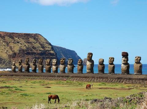 ラパヌイ国立公園・イースター島にある900体のモアイ像が存在する場所