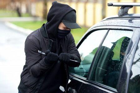 良識のある車泥棒さん、後部座席に子どもが乗っているのを発見→車を返却しに行くもwwww