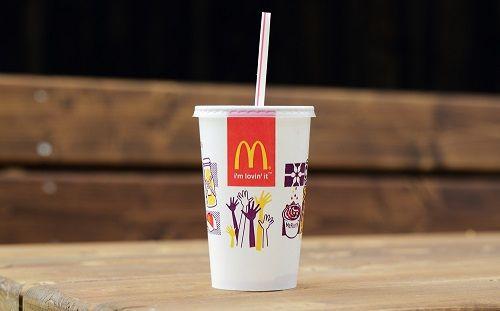 プラスチック製ストローの提供はやはり必要?? イギリスのマクドナルドで「プラ製ストローに戻してほしい」と3万人以上の署名が集まる
