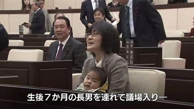 乳児を連れて議場入りし物議をかもした熊本市議、今度はのど飴を舐めながら質疑をして懲罰動議に