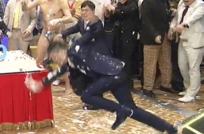 爆笑問題・太田光さんが生番組中に転倒し側頭部を強打!本日のサンデー・ジャポンを欠席 この転け方は危ない・・・
