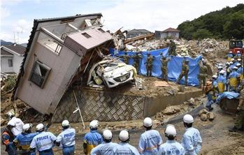 広島県熊野町の土砂崩れ現場(産経新聞より)