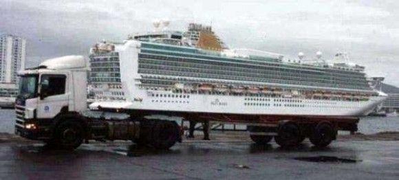 トラックと船