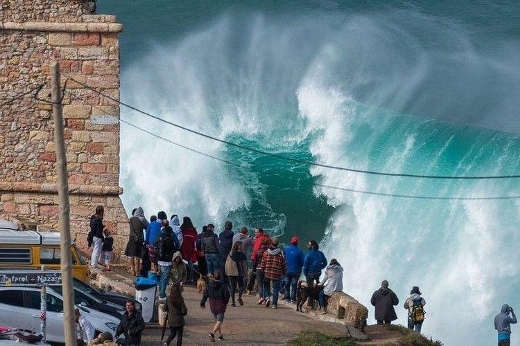 大津波でサーフィン7
