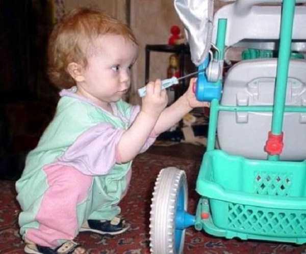 強制労働させられる赤ちゃん16