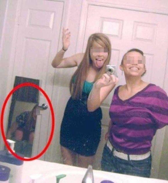自撮りしているとき鏡を忘れていた人たち15