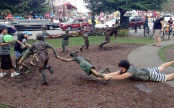 像と遊ぶ人々9