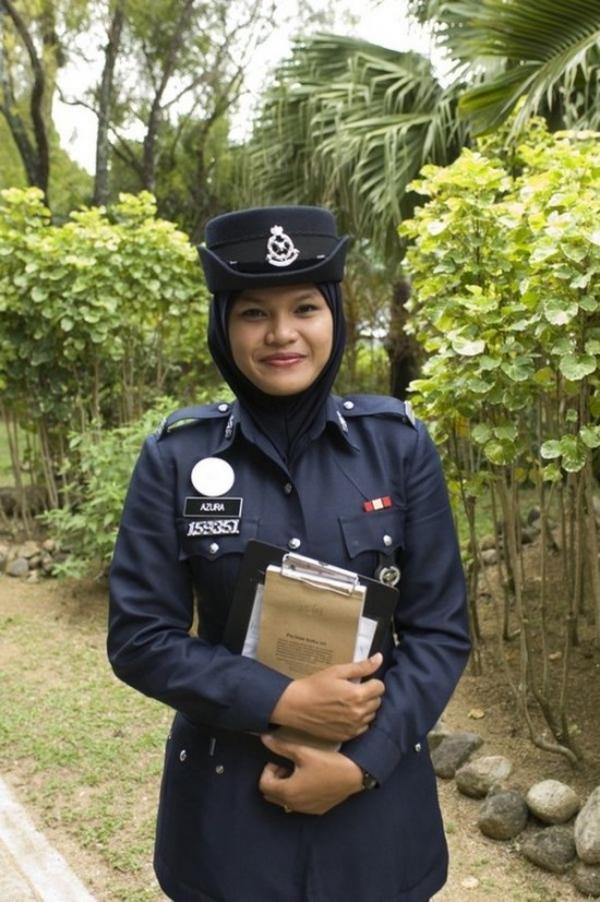 美しい女性警察官17