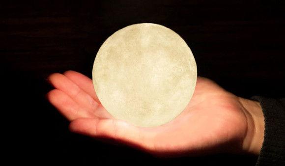 部屋に月のオブジェ10