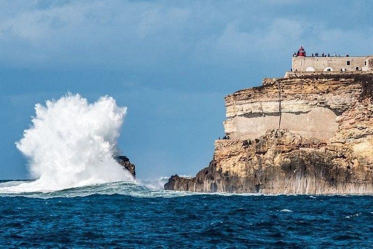 大津波でサーフィン8