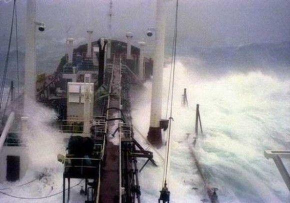 嵐の船で撮影2