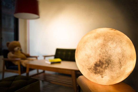 部屋に月のオブジェ1