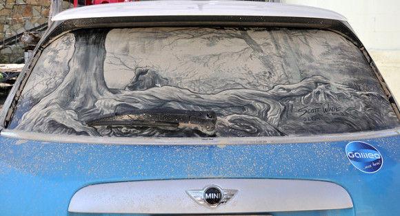 汚れた車に書いてみた1