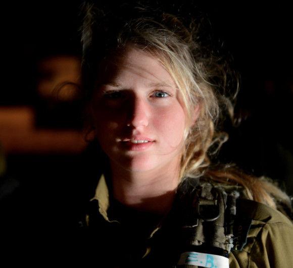 【画像】軍隊に入隊している女性がカッコイイ!