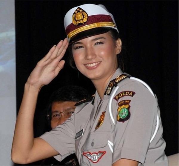 美しい女性警察官11