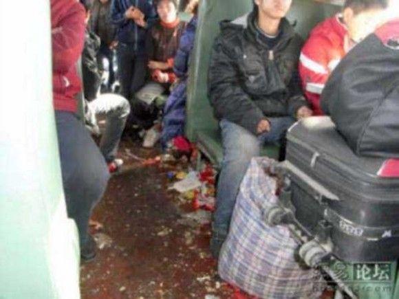 中国の電車の車内がきたない7