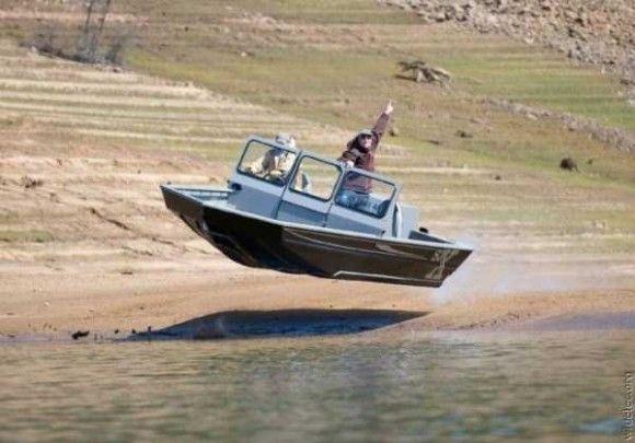 空飛ぶボート