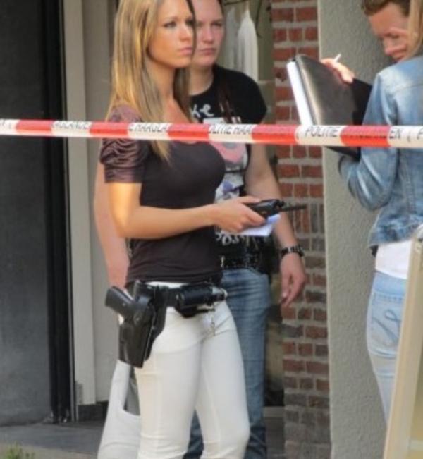美しい女性警察官16