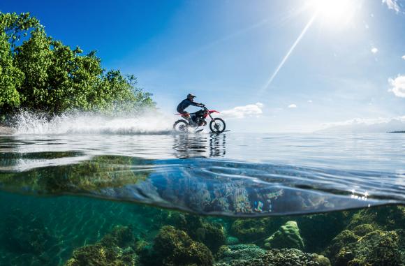 バイクでサーフィン3
