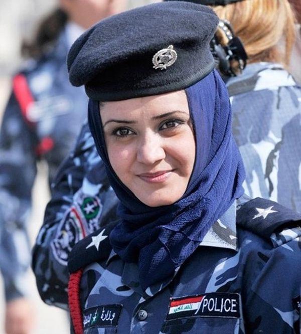 美しい女性警察官13