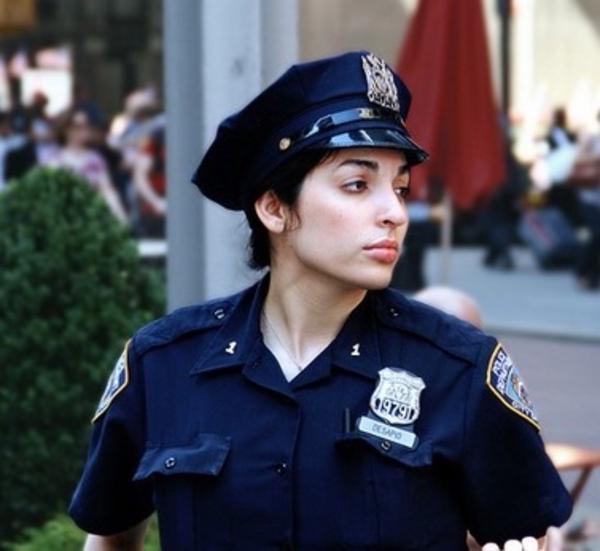 美しい女性警察官9