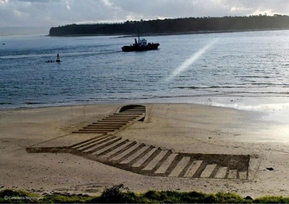 砂浜に書いたトリックアートが凄い9