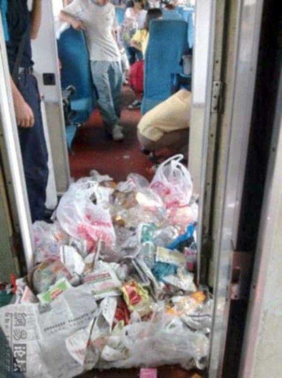 中国の電車の車内がきたない8