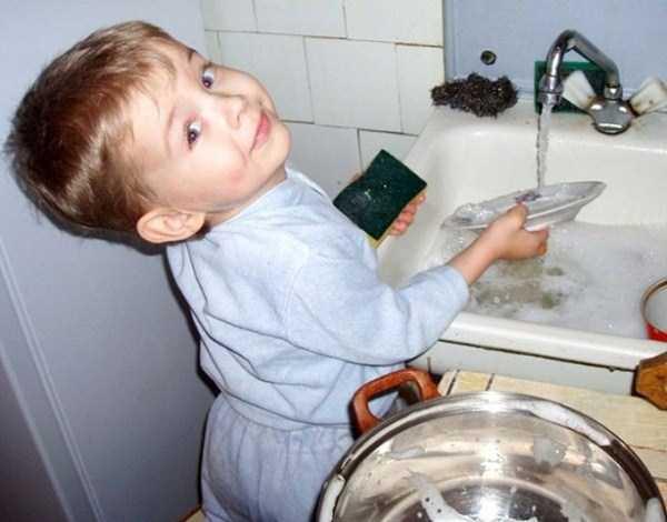 強制労働させられる赤ちゃん18